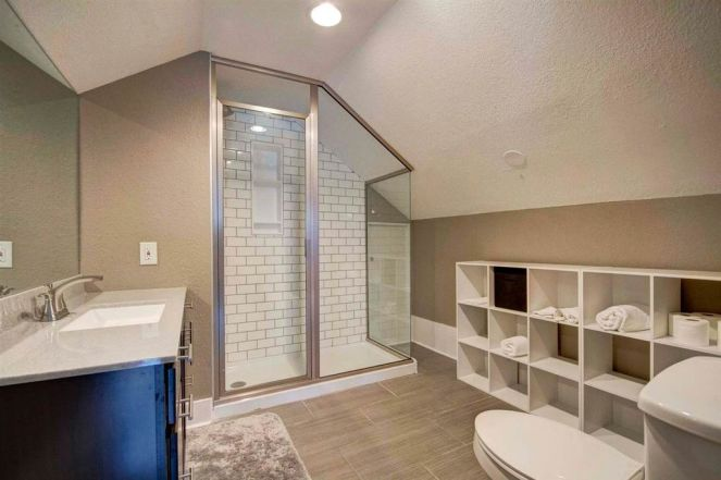 traditional-3-4-bathroom-with-subway-tile-cathedral-ceiling-and-stone-backsplash-i_g-isp1uhz6rn0vak0000000000-etleb